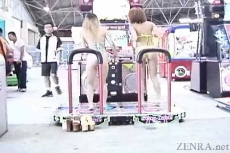 Japanese gyaru play DDR
