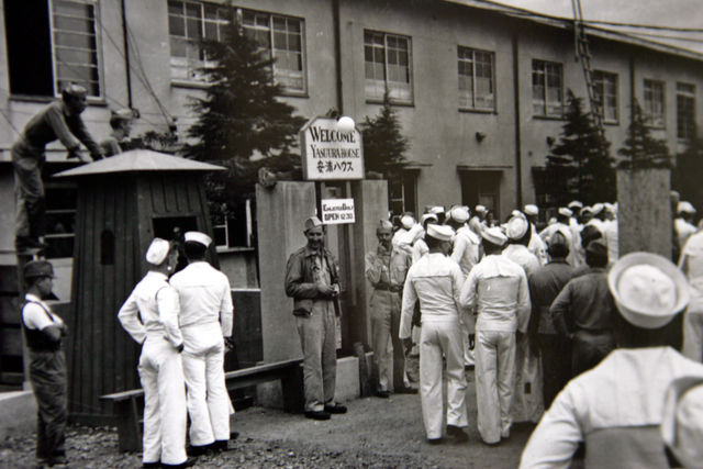 US soldiers line up to enter Japanese brothel