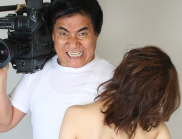 Tooru Muranishi holds camera and woman