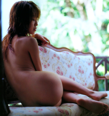 Nao Oikawa naked resting on sofa
